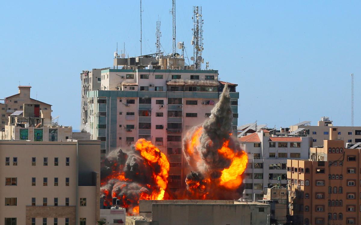 Israel derriba edificio de oficinas de medios internacionales en Gaza; AP y AlJazeera entre ellos