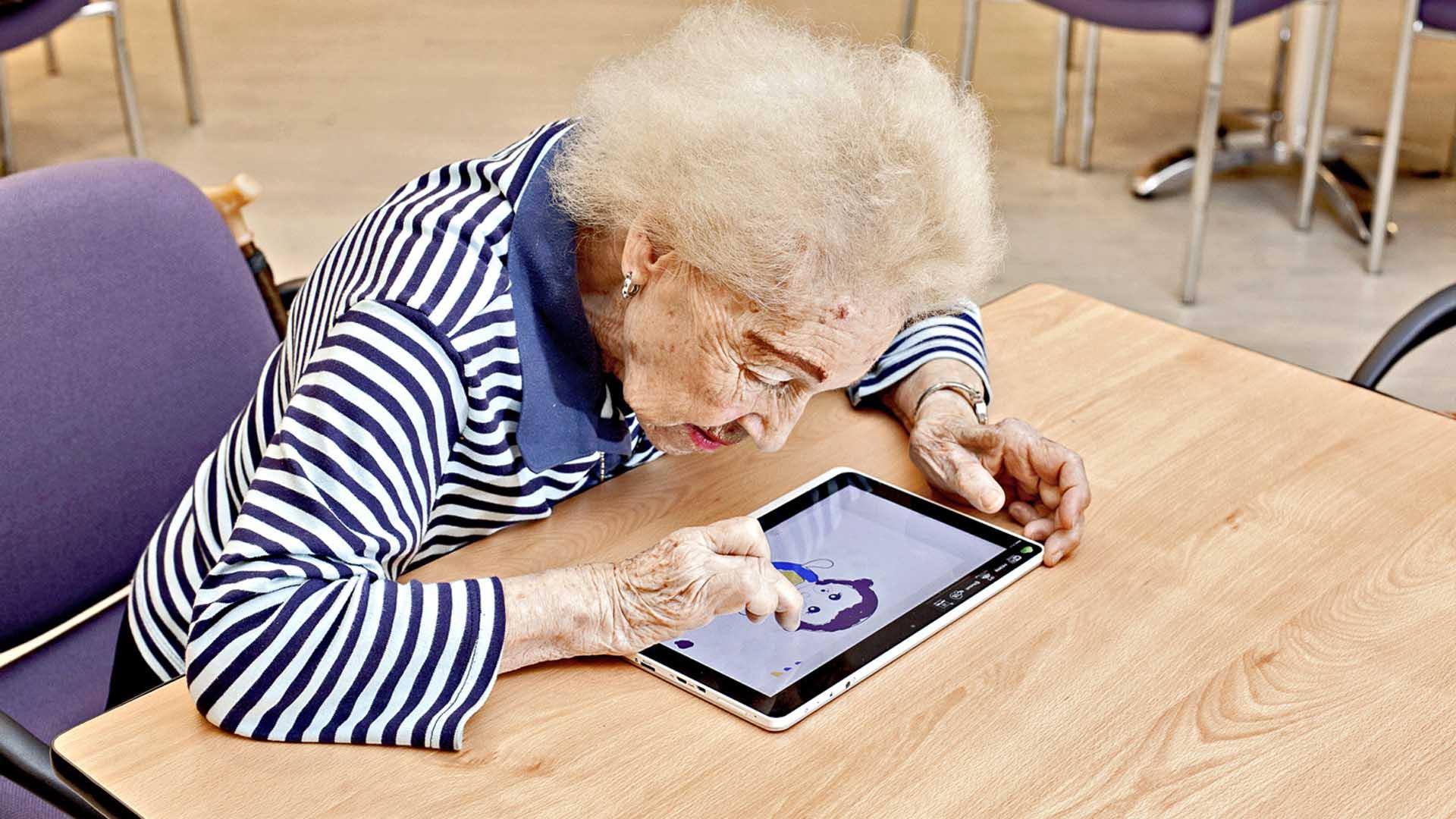 Los videojuegos pueden ayudar a mejorar las capacidades cognitivas de los adultos mayores